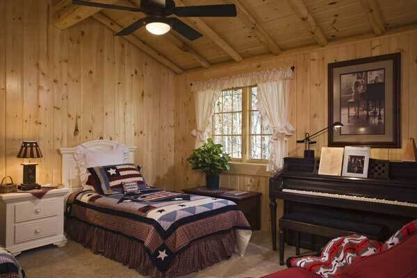 lakeside-log-home-guest-bedroom