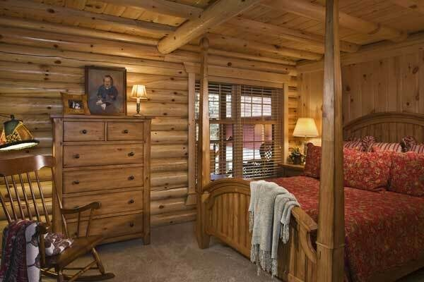 lakeside-log-home-master-bedroom