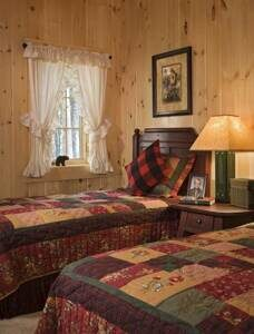 lakeside-log-home-guest-bedroom-2