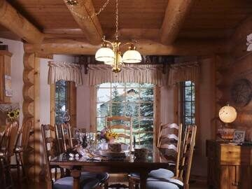 17-log-home-dining-room-038